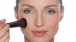 """Maquiador das famosas ensina a fazer """"bichectomia"""" só com blush"""