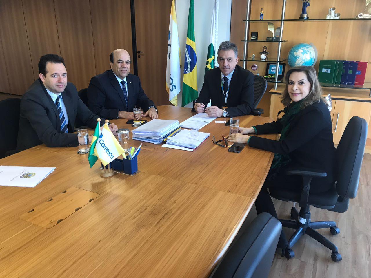 Vereador Carlos Lindomar, presidente estadual do PSL Carlos Alberto Pereira, presidente dos Correios, Guilherme Campos e a deputada federal Dâmina Perreira.