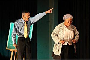 """Grupo Teatro Construção apresenta a peça """"A Lição"""" em Lavras, de graça"""