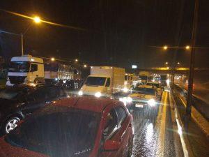 Acidente envolve duas carretas e um ônibus na rodovia Fernão Dias entre Lavras e Perdões