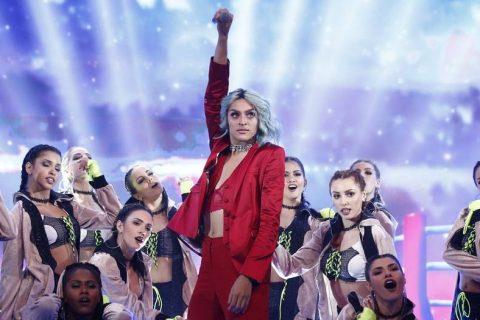 """Pabllo Vittar ganha prêmio de música do ano no Domingão do Faustão com """"K.O."""""""