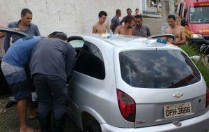 Motorista passa mal e bate carro em muro no Jardim Campestre